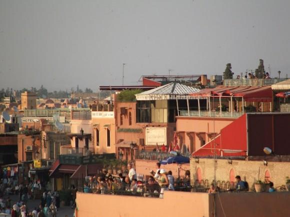 Maroko: hlavnín turistická destinace, město Marrakéš. V budoucnu by Maroko mělo získávat peníze nejen z turismu, ale i exportu čisté energie do Evropy, foto: Jan Horčík pro Ekologické bydlení