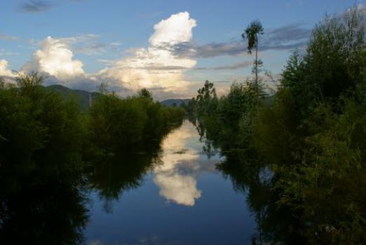 Jedny z nejkrásnějších partií řeky Miju se prý nacházejí na dolním toku, předtím než vteče do jezera Erhai. Zdroj: University of Hertfordshire