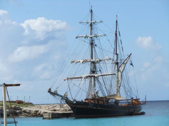 Nákladní loď - plachetnice (brigantína) Tres Hombres zakotvená na ostrově Curacao, foto: Tres Hombres