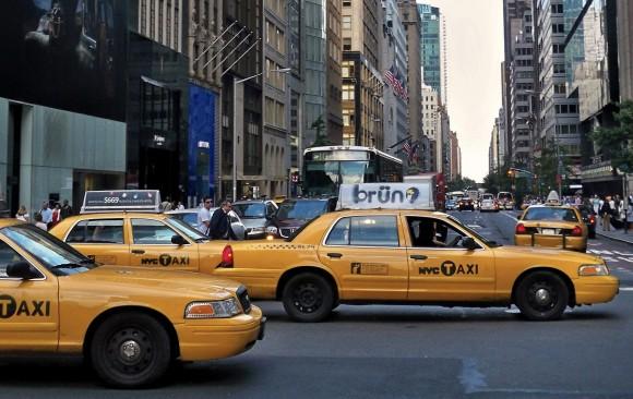 Město New York disponuje obrovskou flotilou taxíků, které představují páteřní systém městské dopravy. Autor: Joseph Plotz, wikipedia, licence Creative Commons Attribution 3.0 Unported