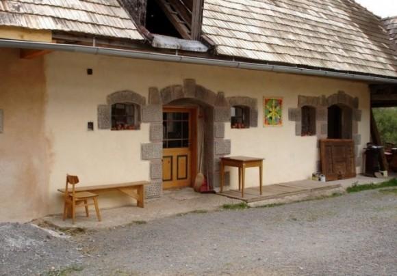 Záježová na Slovensku patří mezi nejznámější osady, které se rozhodly pro alternativní způsob života. Ročně místo navštíví přes 3500 lidí. foto: Oázy života