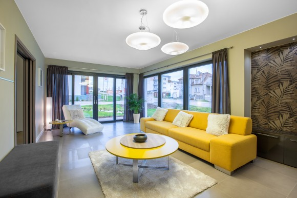Obývací pokoj ukázkového domu. foto: Schneider Electric