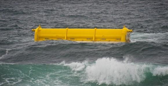 Prototyp vlnové elektrárny Oyster 800 během testování na Orknejích. foto: AquamarinePower