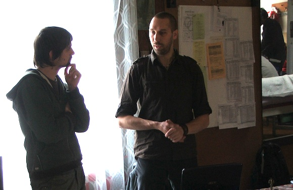 Petr Skořepa (vpravo), organizátor kurzu přírodního stavitelství a především zkušený stavitel, foto: Ekologické bydlení