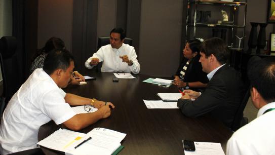 Tajemník Ministerstva energetiky, Carlos Jericho Petilla, má o budoucnosti Filipín jasno. Zdroj: DOE PH/ CleanTechnica.com