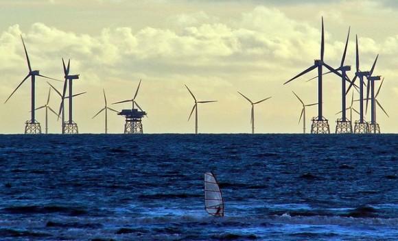 Pobřežní větrná farma u hrabství Cumbria, Británie. Foto: Moggy443/Flickr