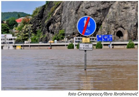 Povodně jsou přirozenou součástí přírodního cyklu. To jen lidé se jim připletli do cesty. foto: Greenpeace/Ibra Ibrahimovič