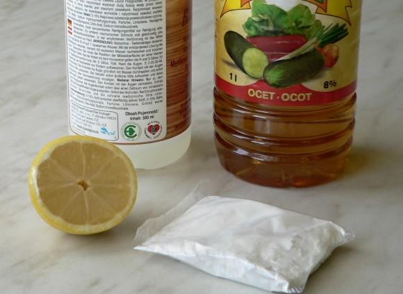 Přírodní čistící prostředky - citron, jedlá soda, ocet. foto: archiv autora/Ekologické bydlení