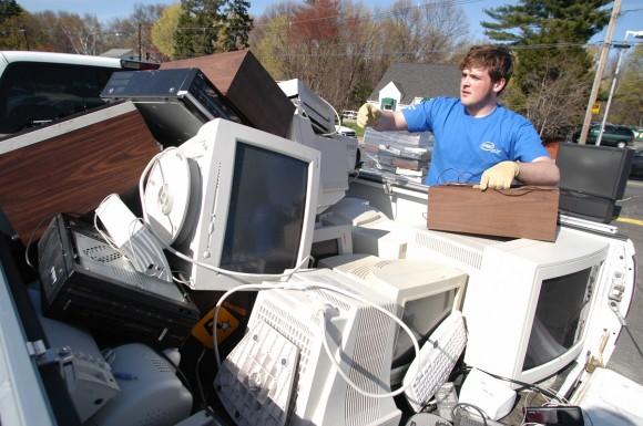 Zejména staré počítače představují vysokou ekologickou zátěž nejen po dobu své životnosti, ale i po ní, kdy se stávají elektroodpadem. foto: Intel