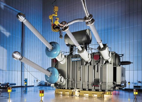 Vsoučasné době jsou stejnosměrné rozvodné sítě používány zejména pro přenos velkého množství elektrické energie pomocí technologie HVDC. Vbudoucnu by ale mohl stejnosměrný proud být kdispozici i v běžné zásuvce. foto: Siemens