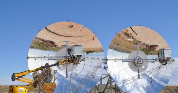 Solární disky sledují dráhu slunce po obloze, aby si zajistily co nejlepší osvit. foto: Ripasso