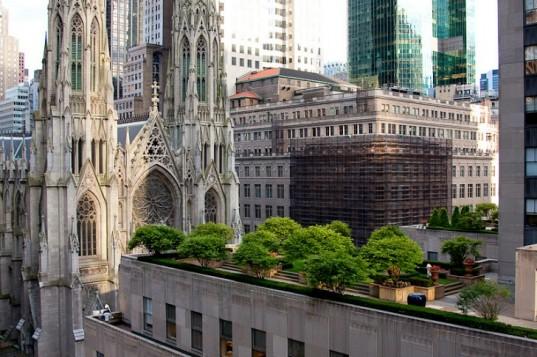Není divu že se manažeři Rockefellerova centra dívali na každodenním shon s nadhledem. Zdroj: inhabitat.com