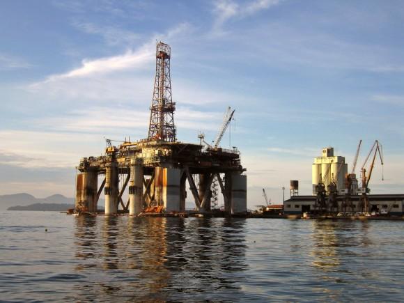 Ropná těžební plošina, jakých jsou např. v Mexickém zálivu tisíce, foto: Baltar/sxc.hu
