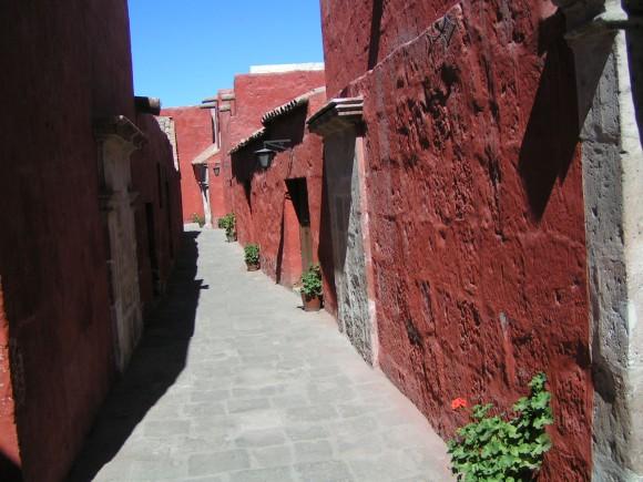 Chrám Santa Catalina v Peru byl vybudován v roce 1580 a stojí dodnes, i přes častá zemětřesení, která zemi pravidelně zasahují. foto: getye1/sxc.hu