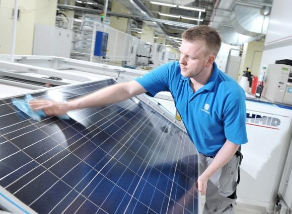 Saudská arábie, převážně pouští a velmi rozlehlá země, má k využití solární energie a solárních elektráren ty nejlepší předpoklady. Škoda, že je zároveň jedním z největších vývozců ropy na světě. foto: Conergy