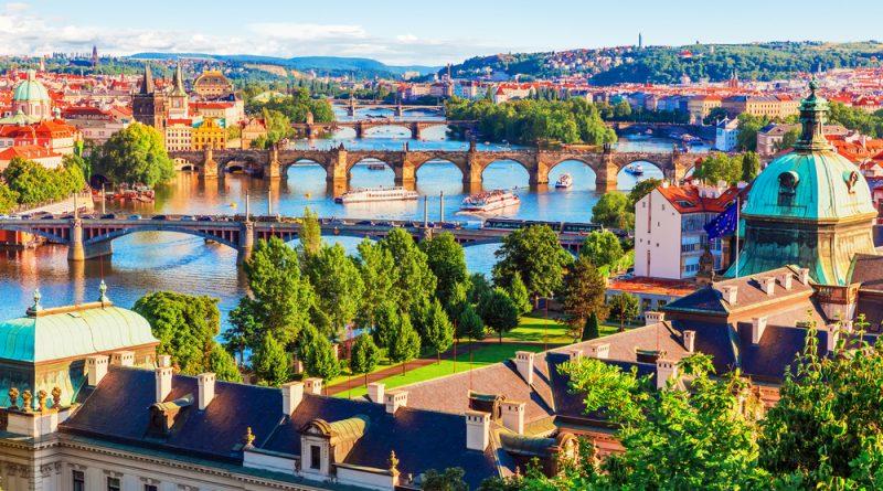Naše hlavní město se v zahraničí těší velké popularitě. Turisté cestují klidně i přes půl světa, aby viděli místní památky. foto: Shutterstock