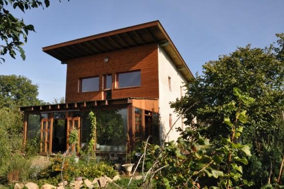 Slaměný dům v Hostišové, realizace Baobaby