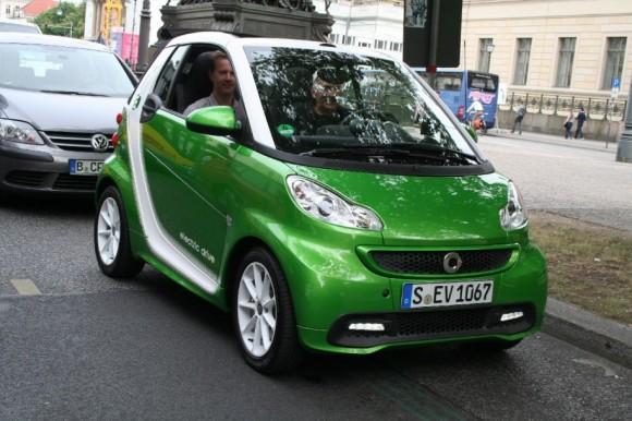 Smart ED - elektromobil třetí generace. Cena přibližně 530 000 Kč, dostupný v ČR. Zde při našem testování v Berlíně. foto: Hybrid.cz