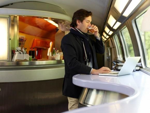 Nově zařízené rychlovlaky na příměstských linkách kolem Paříže nabídnou cestujícím veškeré pohodlí, foto: SNCF