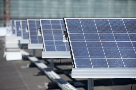 Solární elektrárny se staví i ve Finsku. Tahle 181kW fotovoltaická elektrárna je na střeše budovy společnosti ABB, foto: ABB