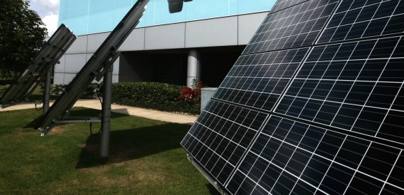 Zatímco ve většině ostatních států světa stát aktivně fotovoltaiku podporuje, v ČR naopak jejímu rozvoji aktivně brání, foto: Toyota