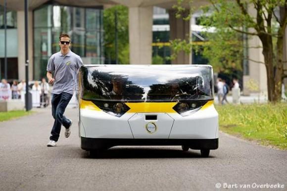Stella - solární elektrické auto pro celou rodinu. foto: Bart van Overbeeke