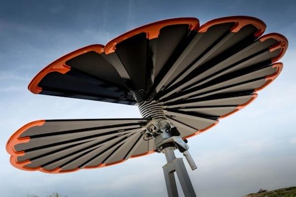 Solární květina umístěná na skládce vyrábí elektrickou energii. foto: © Christian Houdek