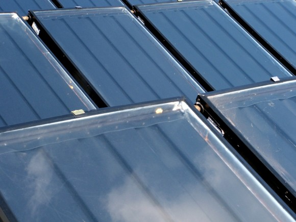 Solární panely z Číny budou teď v USA dražší, od 30 % až po více než 200 %. Mohou za to nově nastavená, zatím není jisté zda permanentní, cla. foto: bradbennie/sxc.hu