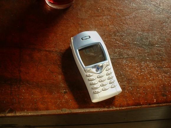 Miliony mobilních telefonů leží bez užitku někde v šuplících, aniž by je někdo odevzdával k recyklaci. Zdroj: vormin/sxc.hu