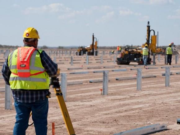 Stavba solární elektrárny v pouštích Kalifornie, foto. FirstSolar