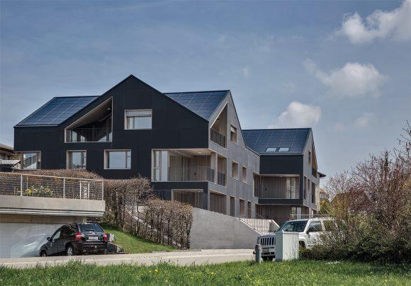 Švýcarsko: světově první energeticky soběstačný bytový dům. foto: Schmid Projekte AG