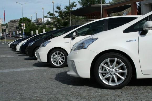 Hybridní auta jako je např. tento vůz Toyota Prius+, využívají při brždění rekuperace energie, a proto tolik nezatěžují brzdové destičky, foto: Hybrid.cz