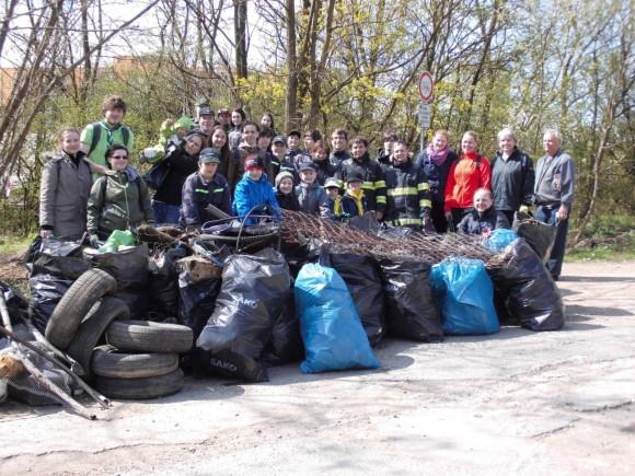 V roce 2015 se největší české dobrovolnické akce zúčastnilo přes 52 000 dobrovolníků, kteří uklidili 1403 tun odpadu. Podaří se tato čísla letos překonat?