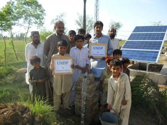 Solární vodní čerpadlo zajistí vodu mnoha rodinám v Pákistánu, foto: Phaseun GmbH