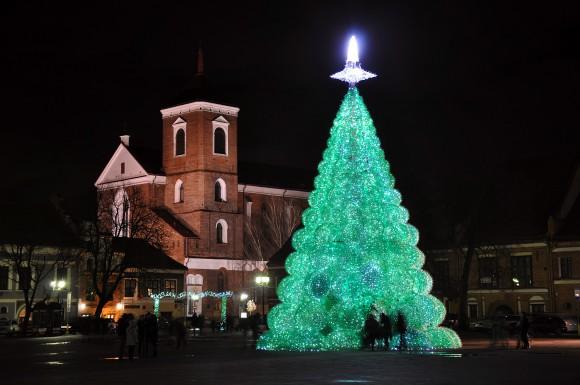 Vánoční stromek z PET lahví můžete vidět na náměstí v Kaunasu v Litvě, foto: Jolanta Šmidtienė