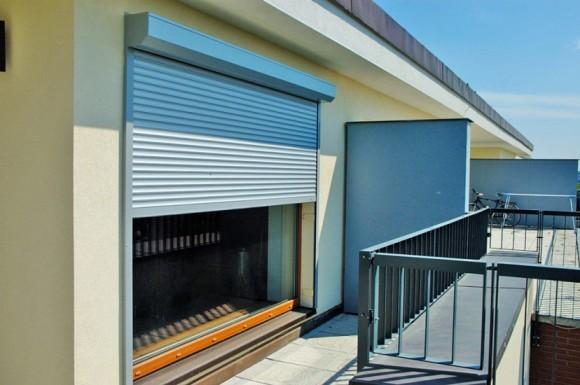 Venkovní roleta FINALM® je ideálním řešením pro případ, kdy není možné roletu zabudovat do stávající stavby.  foto: UNOAL