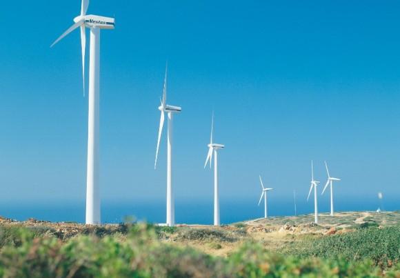 Větrné elektrárny na pobřeží, turbíny jsou značky Vestas. Tato dánská firma je největším výrobcem větrných turbín na světě. foto: Vestas