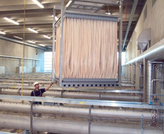 Vložka bioreaktoru LEAPmbr s membránami ZeeWeed. foto: GE Power & Water
