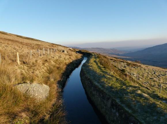 Umělý vodní kanál v Británii, poblíž města Conwy, foto: Gareth Jones, Creative Commons License