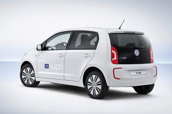 Za vyšší spotřebu pohonných hmot v USA mohou bezesporu jak velké vzdálenosti této rozhlehlé země, tak i obliba tamních obyvatel ve velkých, těžkých (nikoliv nutně kvalitních) autech. Proti tomu Evropa je zvyklá na malé vozy, které také pomáhají spotřebu snižovat. foto: Volkswagen