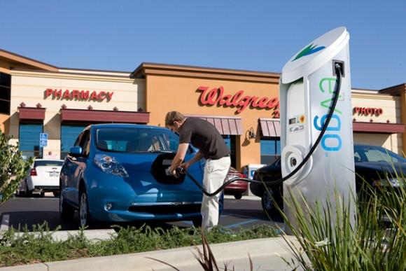 Více dobíjecích stanic znamená větší ochotu klientů investovat do pořízení elektromobilu. Zdroj: Nissan/Walbergs