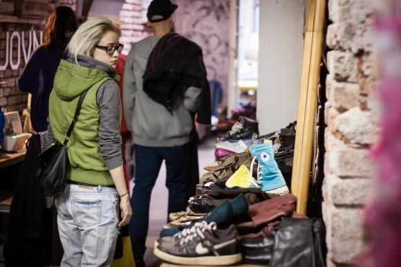 ÝBRKÝBL fashion bazar je pro každého. Chcete nakoupit zajímavé kousky? Chcete se naopak nějakých zbavit? Dámské i pánské. Móda, obuv, doplňky. Přijďte! foto: ÝBRKÝBL