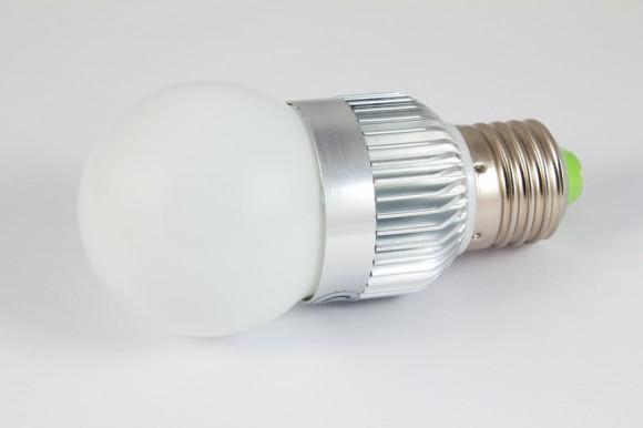 Vhodně zvolené úsporné žárovky mohou proti těm běžným nabídnout brzkou úsporu elektřiny, a tedy i vaší peněženky. foto: H1