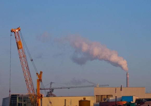 Prakticky každá lidská činnost dnes znamená přímé nebo nepřímé znečištění ovzduší, půdy či vodních zdrojů, foto: Ayla87