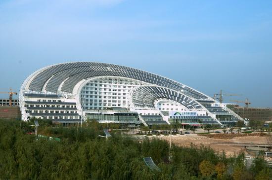 Dezhou - kancelářská budova  se solárními panely