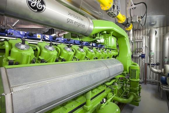Ekologické bydlení obrázky bioplynové elektrárny Chmel Pochvalov GE J416 Jenbacher motor