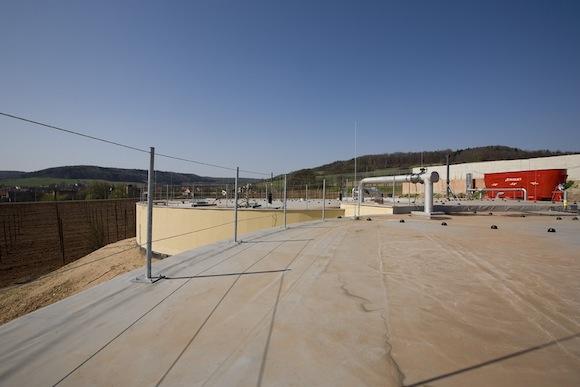 Ekologické bydlení obrázky bioplynové elektrárny Chmel Pochvalov pohled na chmelnici z fermentoru