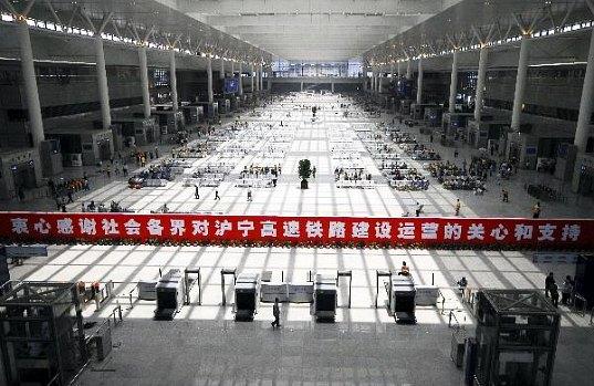 Čína - Šanghaj - Hongqiao - železniční stanice rychlovlaku, autor: Xinhaunet