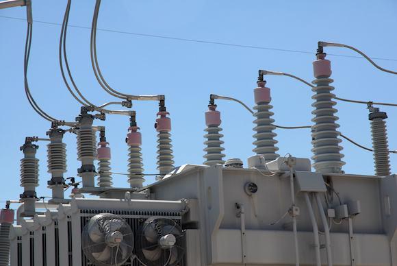 elektrická rozvodná síť transformátor