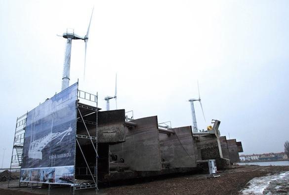 energie vln - plovoucí vodní a větrná elektrárna